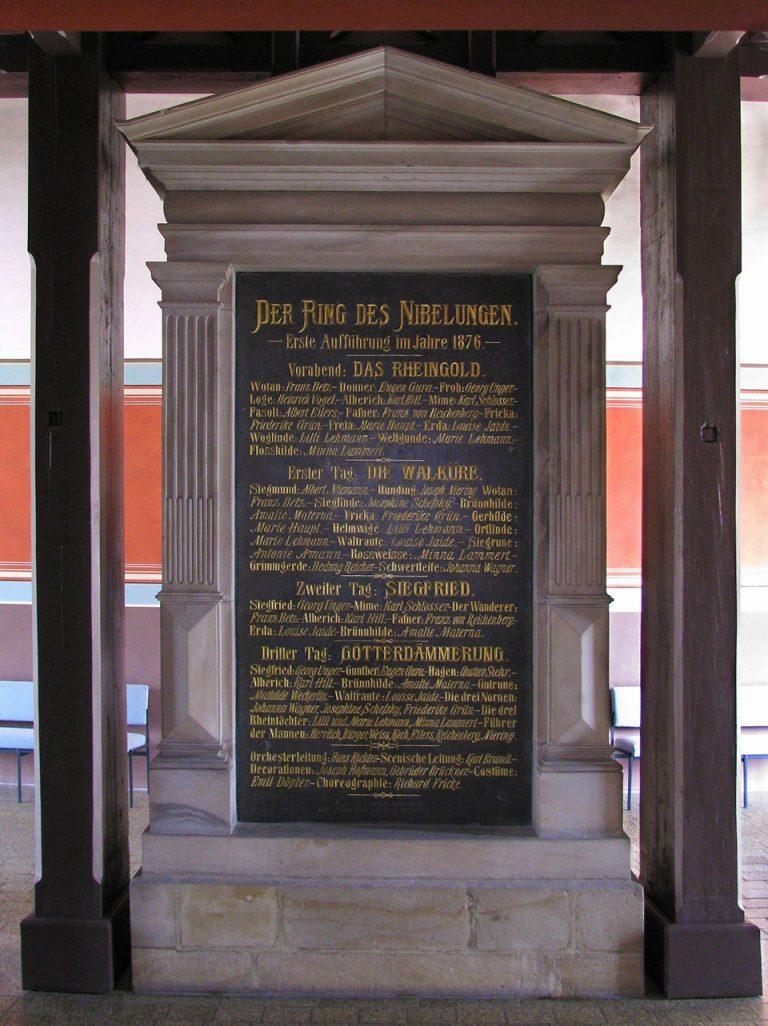 Foto Gedenktafel im Foyer des Bayreuther Festspielhauses, Bayreuther Festspiele 1876, (c) RWA Nationalarchiv Bayreuth, Foto: Jörg Schulze