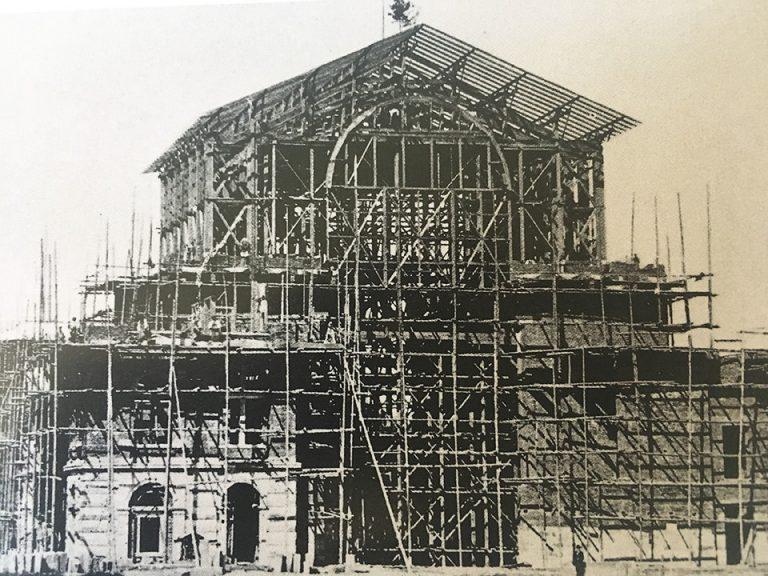 Das Festspielhaus im Bau